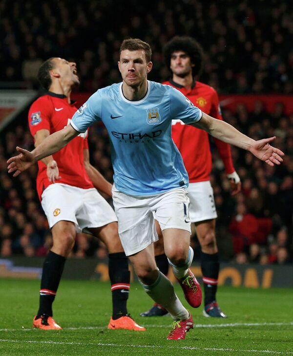 Нападающий Манчестер Сити Эдин Джеко празднует второй гол в ворота МЮ