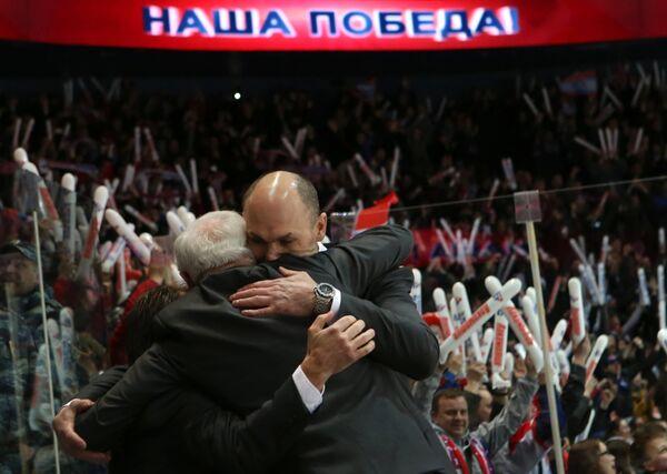 Главный тренер ХК Локомотив Дэйв Кинг (слева) и тренер Дмитрий Юшкевич