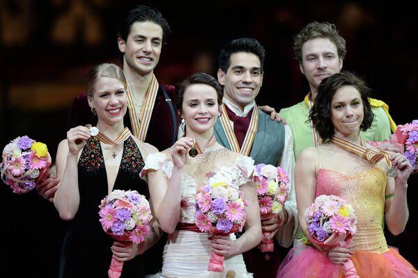 Кейтлин Уивер и Эндрю Поже (Канада) - серебряные медали, Анна Каппеллини и Лука Ланотте (Италия) - золотые медали, Натали Пешала и Фабьян Бурза (Франция) - бронзовые медали