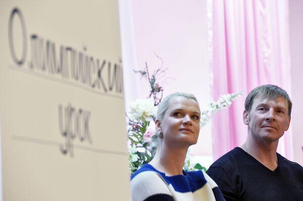 Светлана Хоркина и Александр Зубков на Олимпийском уроке в гимназии №7 города Казани
