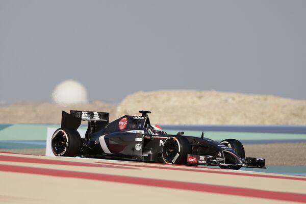 Автогонщик Заубера Адриан Сутиль во время квалификации Гран-при Бахрейна