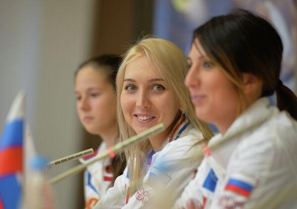 Российские теннисистки Дарья Касаткина, Елена Веснина и капитан команды Анастасия Мыскина (слева направо)