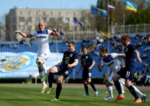 Игровой момент матча Таврия - Севастополь