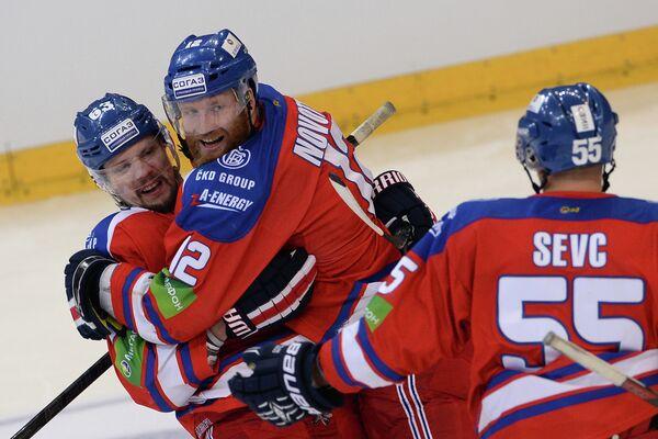 Хоккеисты Льва Ондржей Немец, Иржи Новотны и Мартин Шевц (слева направо)