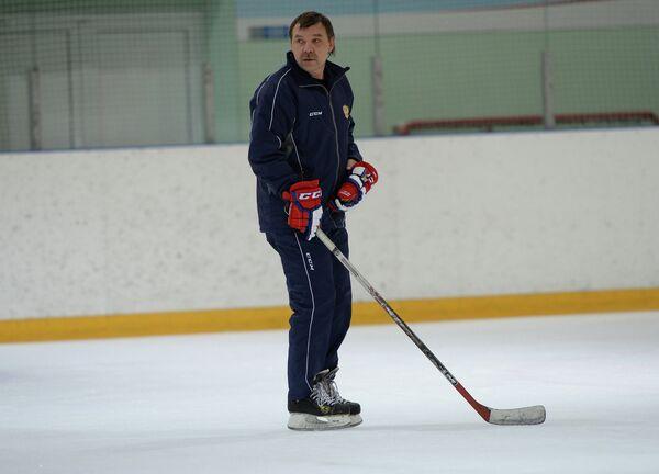 Главный тренер сборной России по хоккею Олег Знарок на тренировке команды в Новогорске