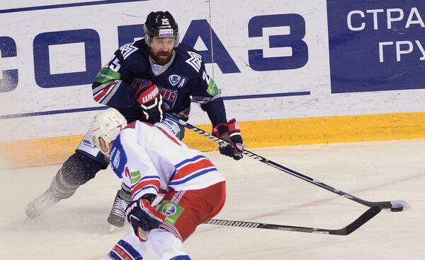 Игровой момент матча Металлург - Лев
