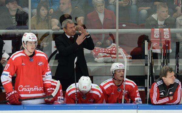 Олег Браташ (в центре)