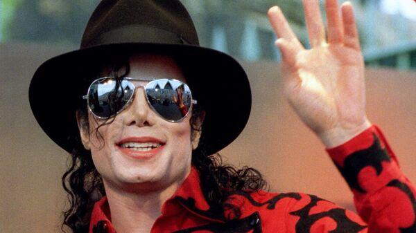 Толстым слоем грима Майкл Джексон скрывал витилиго