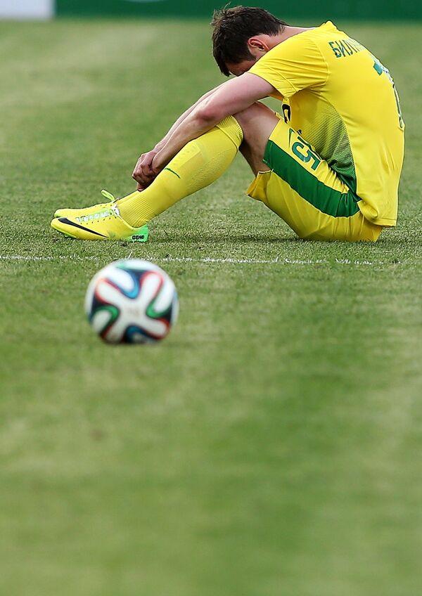 Полузащитник Анжи Динияр Билялетдинов после окончания матча 29-го тура чемпионата России по футболу