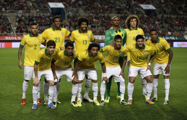 Футболисты сборной Бразилии Дани Алвес, Жо, Данте, Джефферсон, Давид Луис, Оскар, Паулиньо, Марсело, Неймар, Халк и Луис Густаво