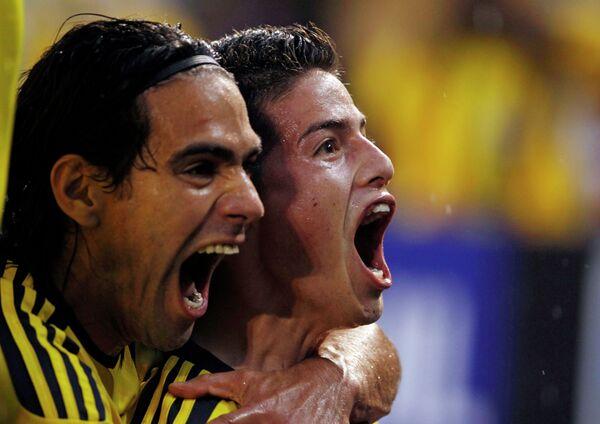 Футболисты сборной Колумбии Радамель Фалькао и Хамес Родригес