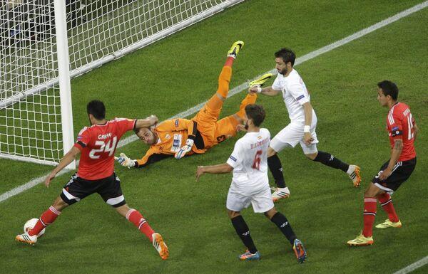 Игровой момент матча Бенфика - Севилья