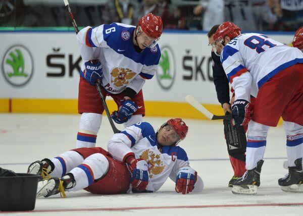 Форвард сборной России Александр Овечкин (в центре)