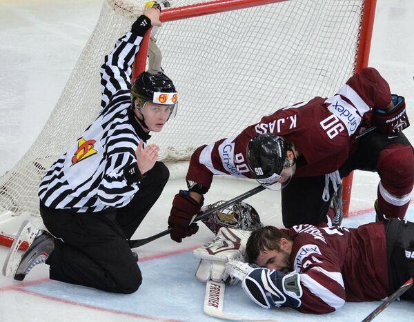 Игровой момент матча Латвия - Белоруссия