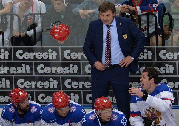 Нападающий сборной России Евгений Малкин (справа) в четвертьфинальном матче чемпионата мира по хоккею