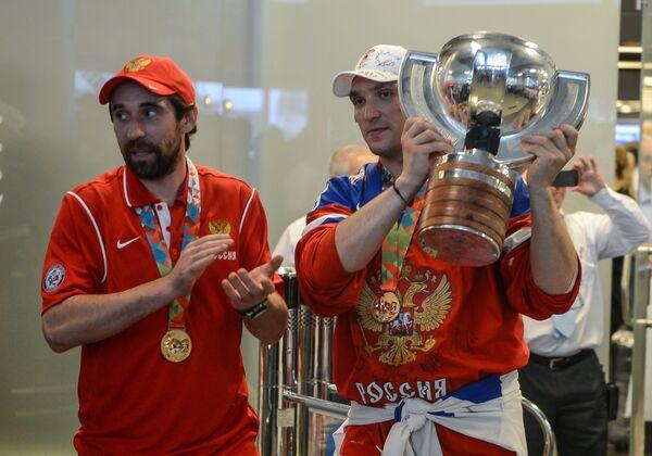 Данис Зарипов (слева) и Александр Овечкин