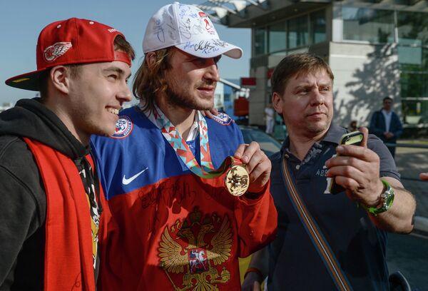 Андрей Зубарев (в центре)