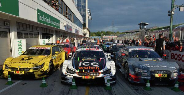 Автомобили на территории автодрома Хунгароринг во время третьего этапа немецкого чемпионата по кузовным гонкам (DTM) в Будапеште.