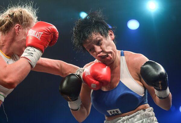 Россиянка Светлана Кулакова и спортсменка из Аргентины Анна Лаура Эстече