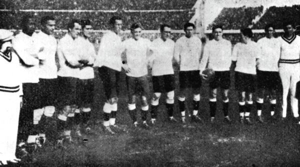 Футболисты сборной Уругвая перед финальным матчем чемпионата мира-1930