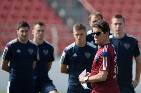Главный тренер сборной России по футболу Фабио Капелло (на первом плане)