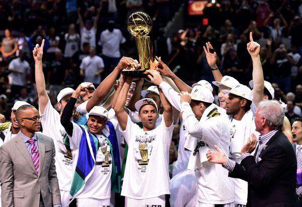 Сан-Антонио в пятый раз стал чемпионом НБА, победив в финале Майами