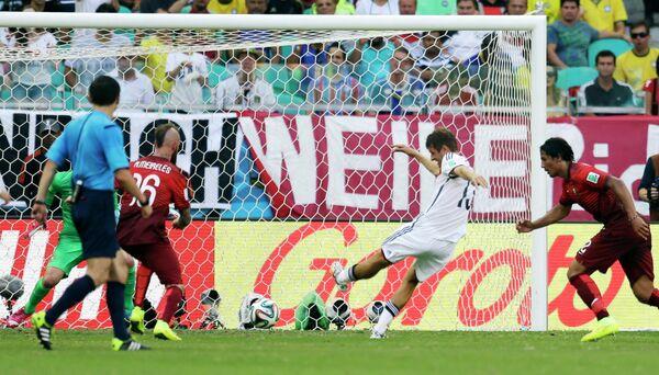 Второй гол Томаса Мюллера в ворота сборной Португалии