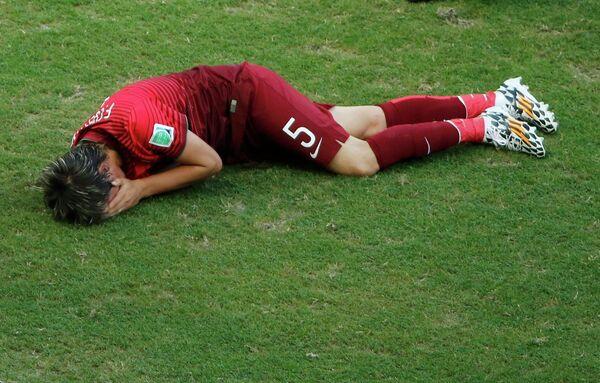 Защитник сборной Португалии Фабио Коэнтрау, получивший травму в матче с немцами