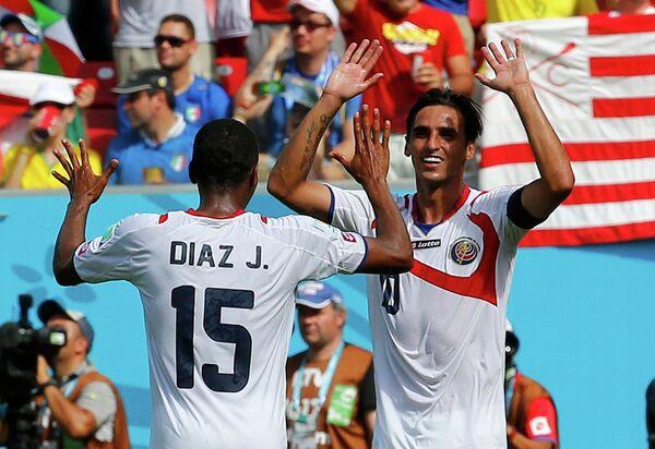 Футболисты сборной Коста-Рики Хуниор Диас и Брайан Руис (слева направо)