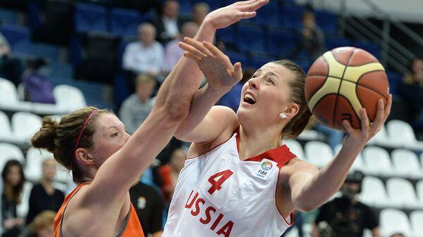 Баскетболистка сборной Нидерландов Фике Лигтгарт (слева) и центровая сборной России Ксения Тихоненко