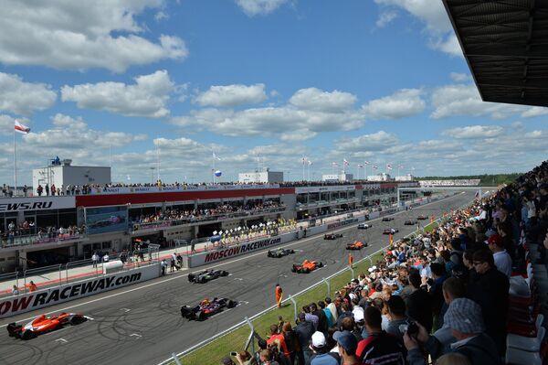Автогонщики перед второй гонкой Формула-Renault 3.5