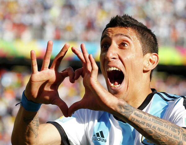 Полузащитник сборной Аргентины Анхель Ди Мария празднует гол.