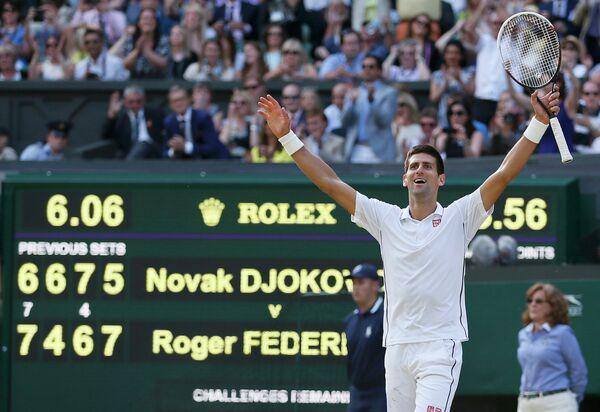 Новак Джокович после победы в финале Уимблдонского теннисного турнира