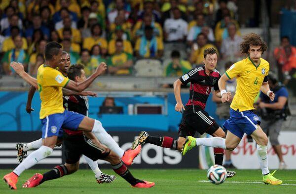 Игровой момент матча Бразилия - Германия