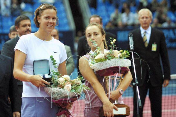 Линдсей Дэвенпорт (слева) и Магдалена Малеева. Кубок Кремля-2002