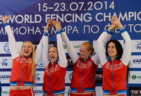 Российские шпажистки Виолетта Колобова, Яна Зверева, Татьяна Гудкова и Любовь Шутова (слева направо)