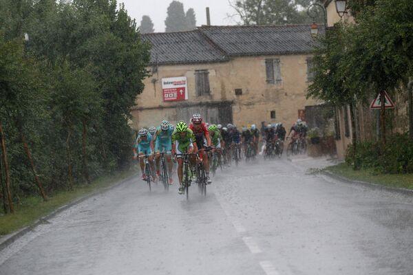 Велогонщики на участке девятнадцатого этапа Тур де Франс