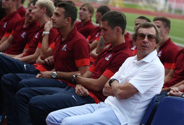 Главный тренер ФК Мордовия Юрий Семин (справа)