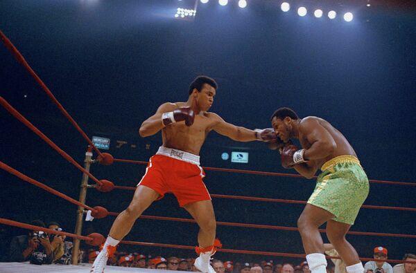 8 марта, 1971 года. Бой Мохаммеда Али (слева) с Джо Фрэйзером