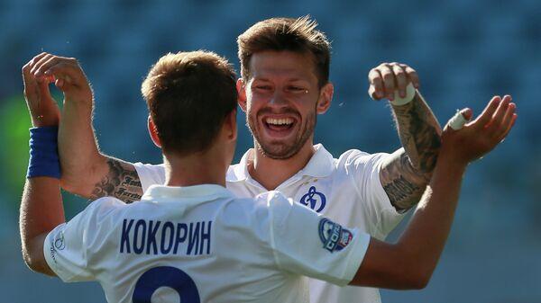 Нападающие ФК Динамо Александр Кокорин и Федор Смолов радуются забитому голу