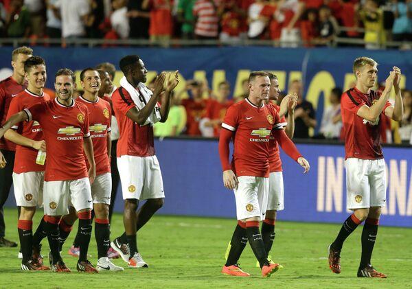 Футболисты Манчестер Юнайтед радуются победе над Ливерпулем в финальном матче выставочного турнира в США