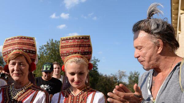 Американский актер Микки Рурк провел открытую тренировку по боксу в Москве
