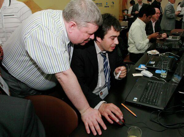 Марк Глуховский (справа)