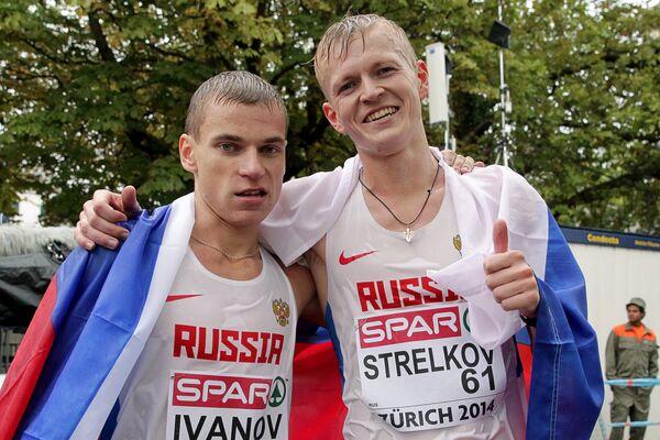 Александр Иванов и Денис Стрелков (справа)