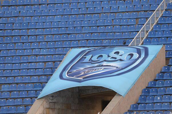 Пустые трибуны стадиона Петровский.