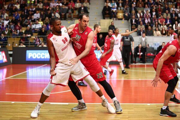 Маркус Казин (слева)