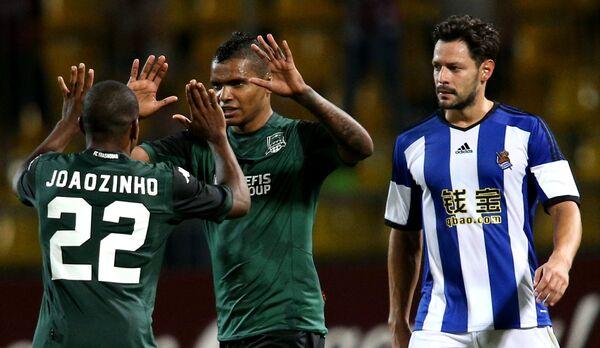 Нападающие Краснодара Жуанзиньо и Вандерсон и защитник Реал Сосьедад Альберто де ла Белья (слева направо)