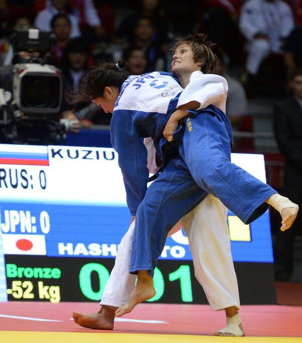 Наталья Кузютина (справа) и Юки Хасимото