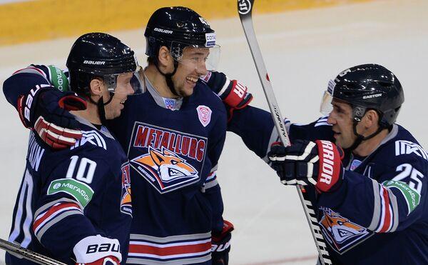 Хоккеисты Металлурга Сергей Мозякин, Ян Коварж и Данис Зарипов (слева направо)