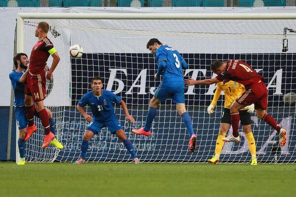 Игровой момент матча сборных России и Азербайджана